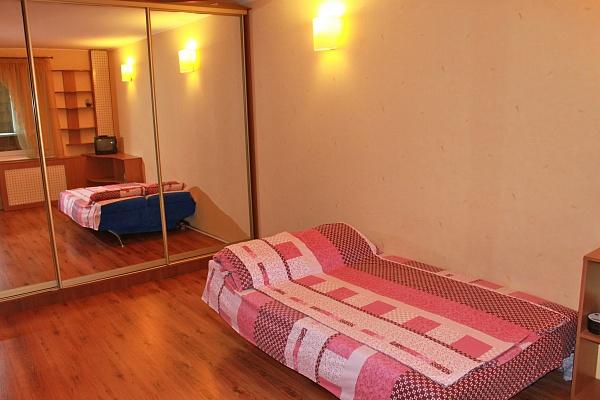 1-комнатная квартира посуточно в Киеве. Дарницкий район, ул.Драгоманова, 14а. Фото 1