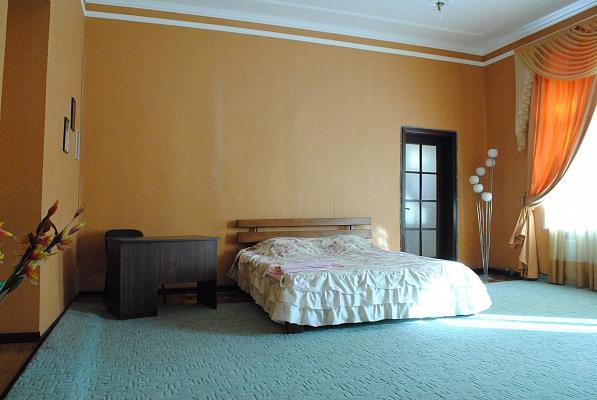 2-комнатная квартира посуточно в Одессе. Приморский район, ул. Елисаветинская, 13. Фото 1