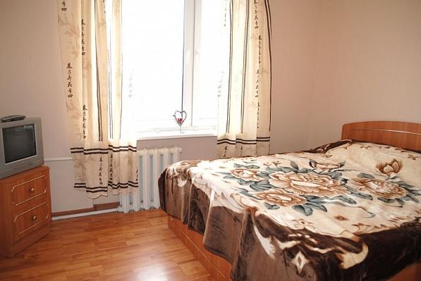2-комнатная квартира посуточно в Луганске. Октябрьский  район, ул. Щаденко, 21. Фото 1