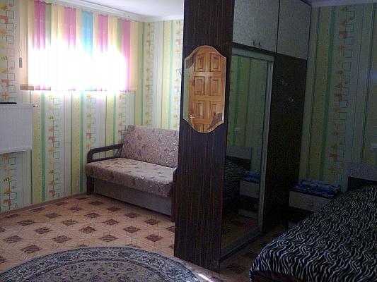 1-комнатная квартира посуточно в Евпатории. ул. Кирова, 30. Фото 1
