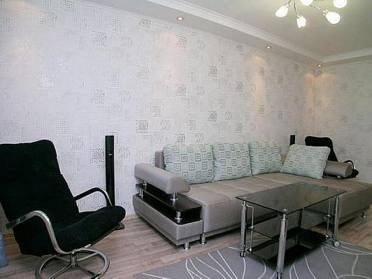 2-комнатная квартира посуточно в Луганске. Артёмовский район, ПЛОЩАДЬ ГЕРОЕВ ВОВ, 7. Фото 1