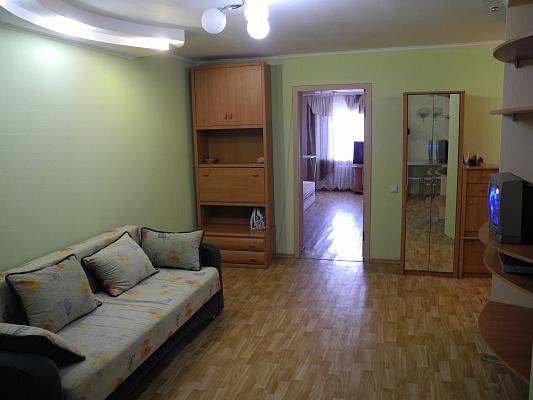 2-комнатная квартира посуточно в Днепропетровске. Кировский район, пр-т А. Поля (Кирова), 121. Фото 1