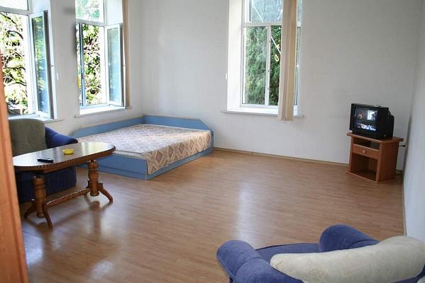1-комнатная квартира посуточно в Ялте. ул. Гоголя, 28. Фото 1