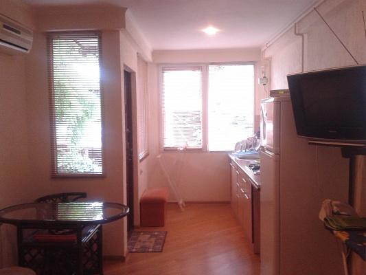 1-комнатная квартира посуточно в Ялте. ул. Чехова , 19. Фото 1