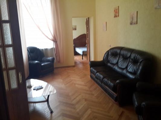 2-комнатная квартира посуточно в Киеве. Печерский район, ул. Саксаганского, 12б. Фото 1