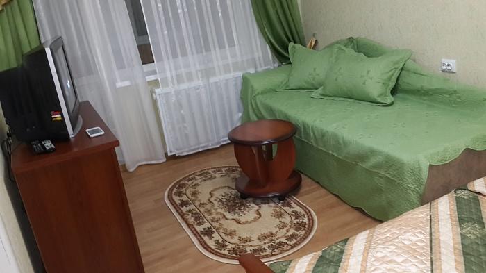 1-комнатная квартира посуточно в Киеве. Деснянский район, ул. Милютенко, 5а. Фото 1