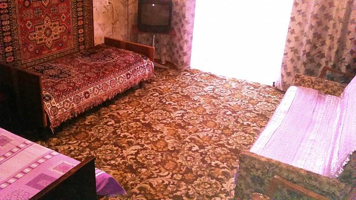 2-комнатная квартира посуточно в Бердянске. ул. Свободы, 26. Фото 1