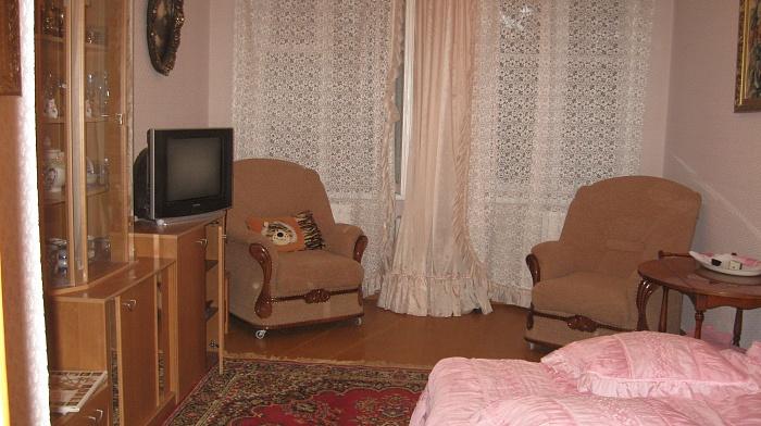 2-комнатная квартира посуточно в Евпатории. ул. Полупанова, 62. Фото 1
