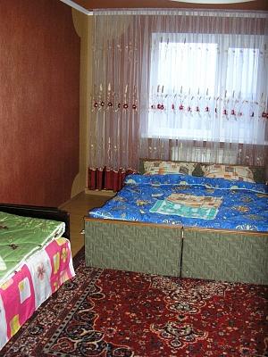 2-комнатная квартира посуточно в Каменце-Подольском. ул. Великанова. Фото 1