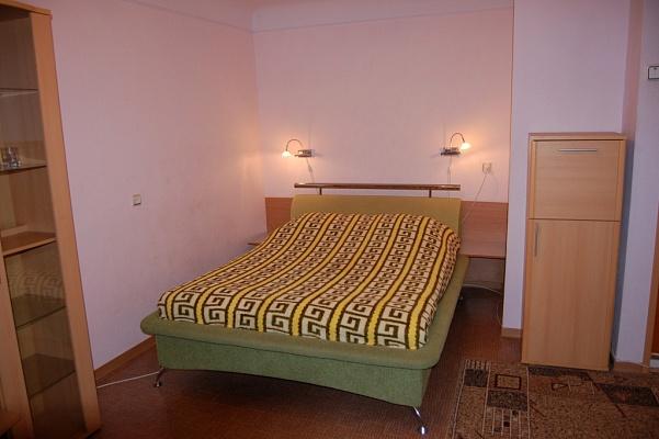 1-комнатная квартира посуточно в Харькове. Киевский район, Харьковская наб., 9. Фото 1