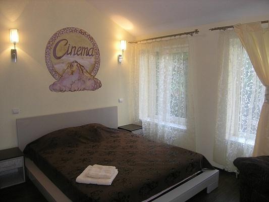 2-комнатная квартира посуточно в Харькове. Киевский район, ул. Олеся Гончара, 2. Фото 1