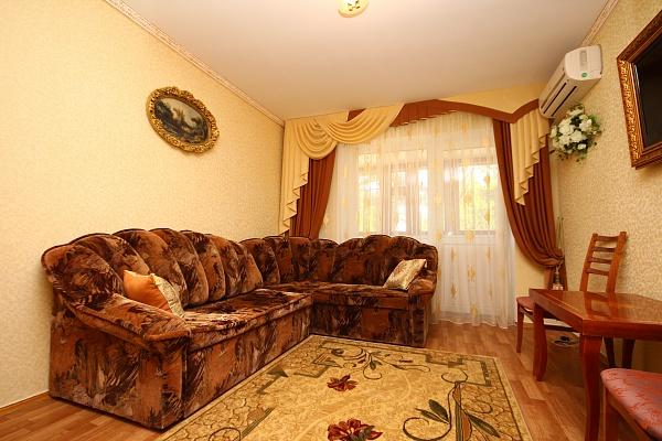 3-комнатная квартира посуточно в Евпатории. ул. Интернациональная, 117. Фото 1