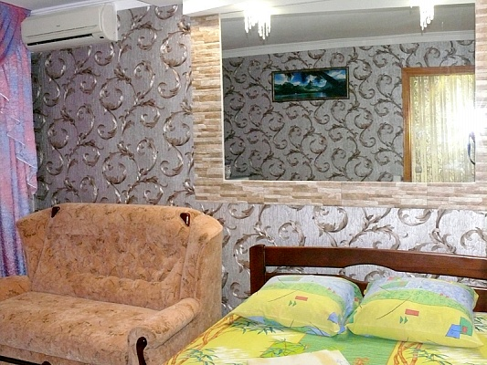 2-комнатная квартира посуточно в Херсоне. Суворовский район, пр-т Ушакова, 64. Фото 1
