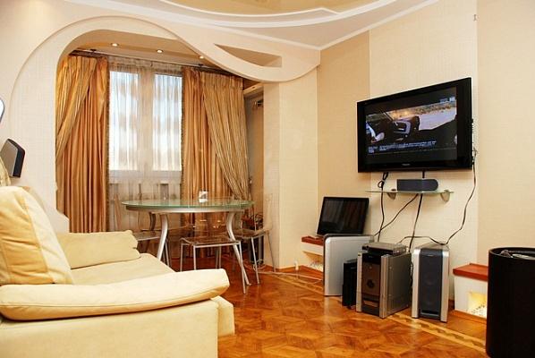 2-комнатная квартира посуточно в Киеве. Днепровский район, ул. Березняковская, 38. Фото 1