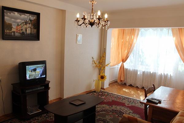 2-комнатная квартира посуточно в Киеве. Днепровский район, б-р Русановский, 9. Фото 1