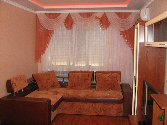 1-комнатная квартира посуточно в Харцызке. ул. Сеченова, 5. Фото 1