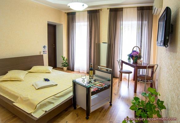 3-комнатная квартира посуточно в Одессе. Приморский район, ул. Дерибасовская, 18. Фото 1