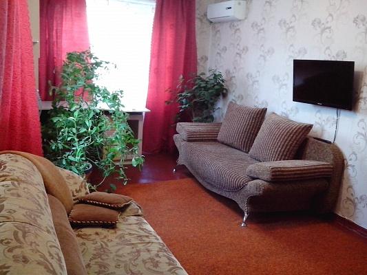 1-комнатная квартира посуточно в Славянске. ул. Октябрьской Революции, 56. Фото 1