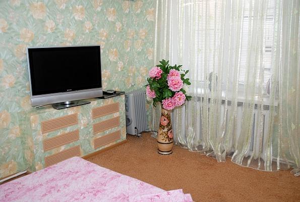 1-комнатная квартира посуточно в Донецке. Киевский район, ул. Артема, 171. Фото 1