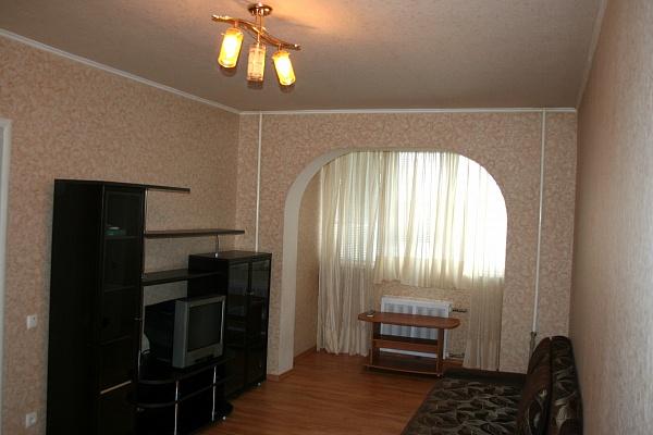 2-комнатная квартира посуточно в Донецке. Ворошиловский район, пл. Коммунаров, 1. Фото 1