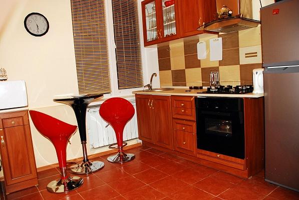 2-комнатная квартира посуточно в Днепропетровске. Кировский район, ул. Юрия Савченка, 6б. Фото 1