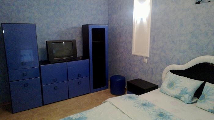 2-комнатная квартира посуточно в Кировограде. Ленинский район, ул. Кропивницкого, 80. Фото 1
