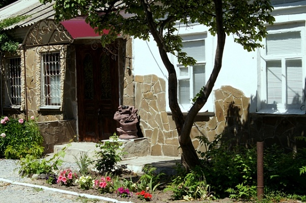Дом  посуточно в Бердянске. ул. К. Маркса, 46. Фото 1