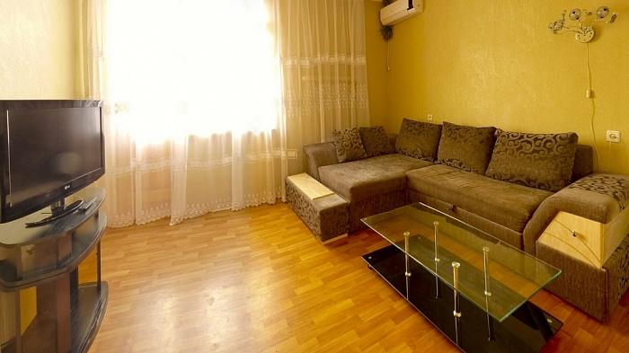 2-комнатная квартира посуточно в Харькове. Киевский район, ул. Ольминского, 10. Фото 1
