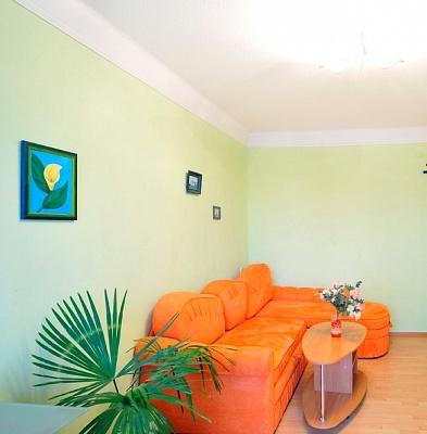 2-комнатная квартира посуточно в Киеве. Деснянский район, ул. Милютенко, 15. Фото 1