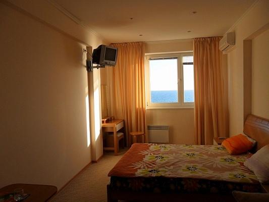 Мини-отель  посуточно в Алупке. ул. Ленина, 35б. Фото 1