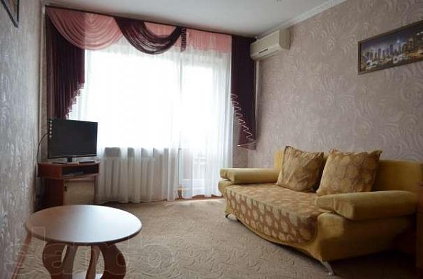 2-комнатная квартира посуточно в Керчи. ул. Самойленко, 11. Фото 1