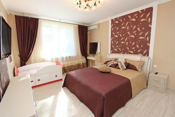 2-комнатная квартира посуточно в Феодосии. б-р Адмиральский, 7В. Фото 1