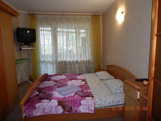 2-комнатная квартира посуточно в Симферополе. Киевский район, ул. Лермонтова, 12. Фото 1