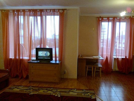 1-комнатная квартира посуточно в Каменце-Подольском. ул. Драгоманова, 12. Фото 1