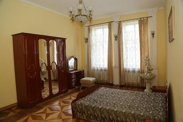 2-комнатная квартира посуточно в Львове. Галицкий район, ул. Лисенко, 4. Фото 1