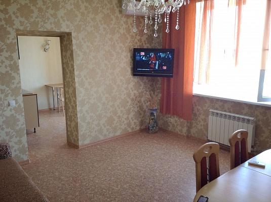 2-комнатная квартира посуточно в Евпатории. пр-т Ленина, 49. Фото 1
