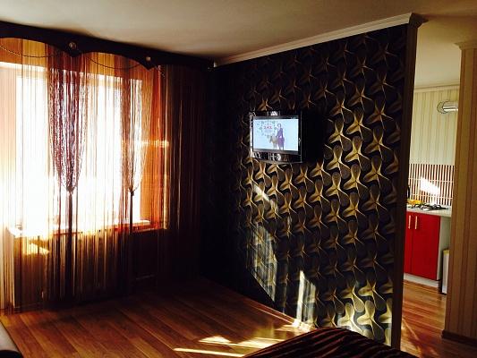 1-комнатная квартира посуточно в Симферополе. Центральный район, Проспект Кирова, 14. Фото 1