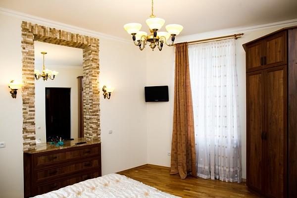 1-комнатная квартира посуточно в Львове. Галицкий район, ул. Ужгородская, 12а. Фото 1