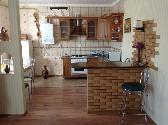 2-комнатная квартира посуточно в Миргороде. Кашинського, 4. Фото 1