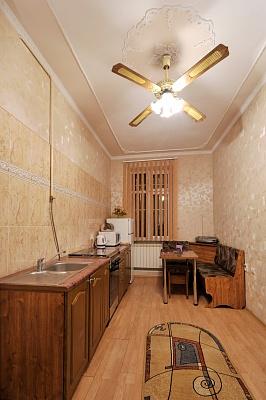 1-комнатная квартира посуточно в Черновцах. Первомайский район, ул. Маяковского, 36. Фото 1