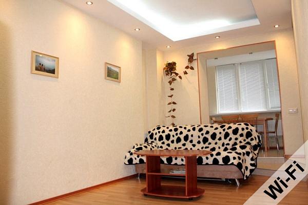 3-комнатная квартира посуточно в Харькове. Киевский район, ул. Мироносицкая, 61. Фото 1