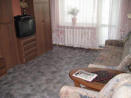 1-комнатная квартира посуточно в Днепропетровске. Октябрьский район, пр-т Героев, 40. Фото 1