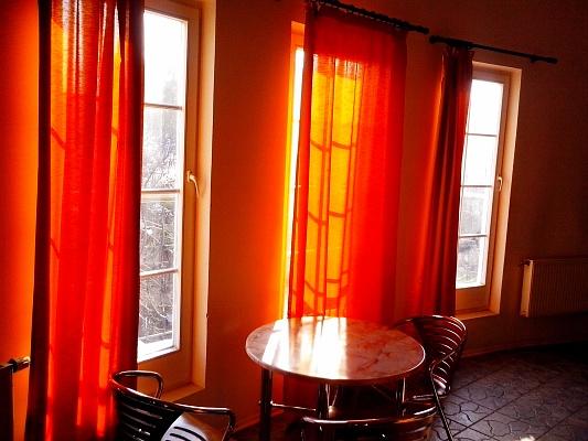 3-комнатная квартира посуточно в Сумах. Ковпаковский район, ул. Ильинская, 1. Фото 1