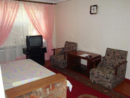 2-комнатная квартира посуточно в Херсоне. Суворовский район, ул. Привокзальная. Фото 1