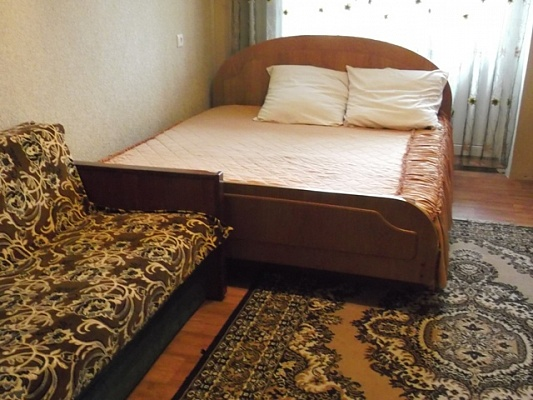 2-комнатная квартира посуточно в Миргороде. ул. Независимости, 2. Фото 1