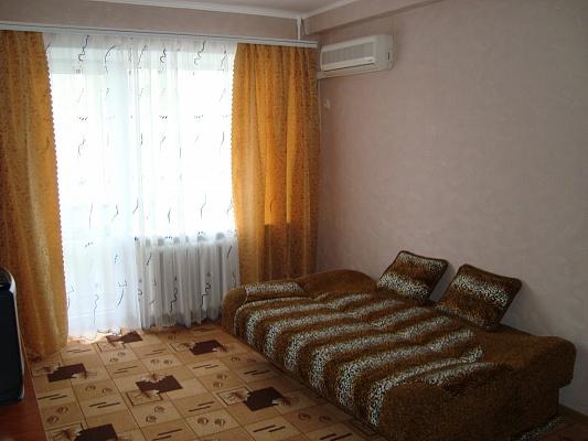 1-комнатная квартира посуточно в Запорожье. Орджоникидзевский район, ул. Патриотическая, 66. Фото 1