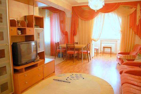 2-комнатная квартира посуточно в Донецке. Киевский район, ул. Артема, 108. Фото 1