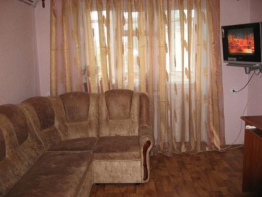 2-комнатная квартира посуточно в Бердянске. ул. Розы Люксембург, 31. Фото 1
