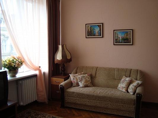 1-комнатная квартира посуточно в Львове. Галицкий район, ул. Дорошенка, 12. Фото 1