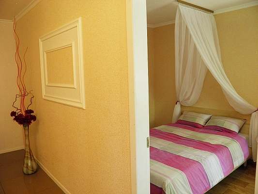 2-комнатная квартира посуточно в Донецке. Калининский район, б-р Шахтостроителей, 15. Фото 1